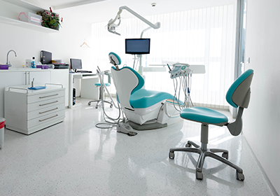 dental-exam-room-white-with-blue-chair